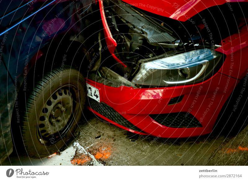 Unerwartete Begegnung Auffahrunfall PKW Beule Blechschaden Verkehrsunfall kasko Sachbeschädigung Schaden Scherbe Straße Totalschaden Unfall Versicherung