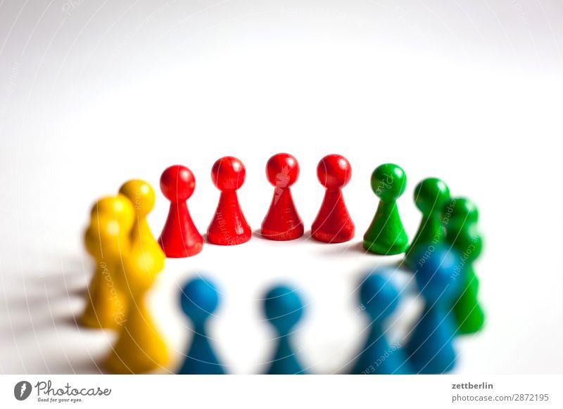 Spielfiguren again Anordnung mehrfarbig Vielfältig Farbe Figur Strukturen & Formen Formation mehrere Tiergruppe Menschengruppe Kindergruppe Konflikt & Streit