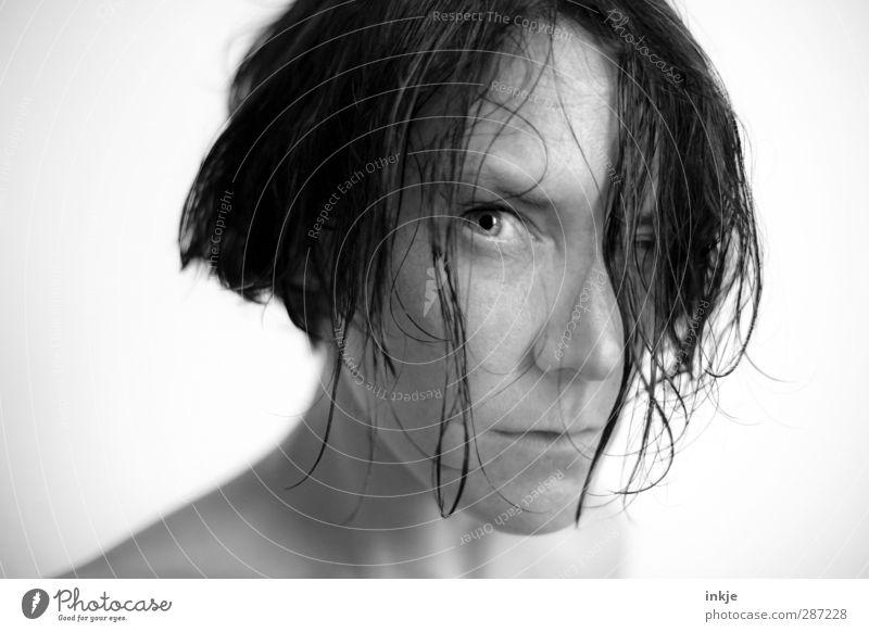 Manche Gedanken bleiben besser unausgesprochen Mensch Frau Jugendliche Erwachsene Gesicht Junge Frau Leben Gefühle Haare & Frisuren Schwimmen & Baden wild nass
