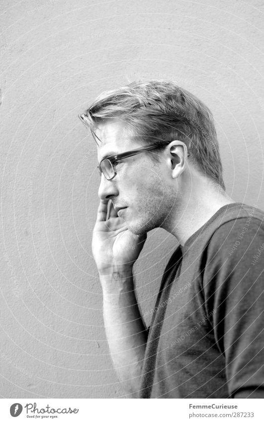 Im Seitenprofil. maskulin Junger Mann Jugendliche Erwachsene 1 Mensch modern Stadt Identität einzigartig Kraft Stil markant Dreitagebart Bart blond Brille