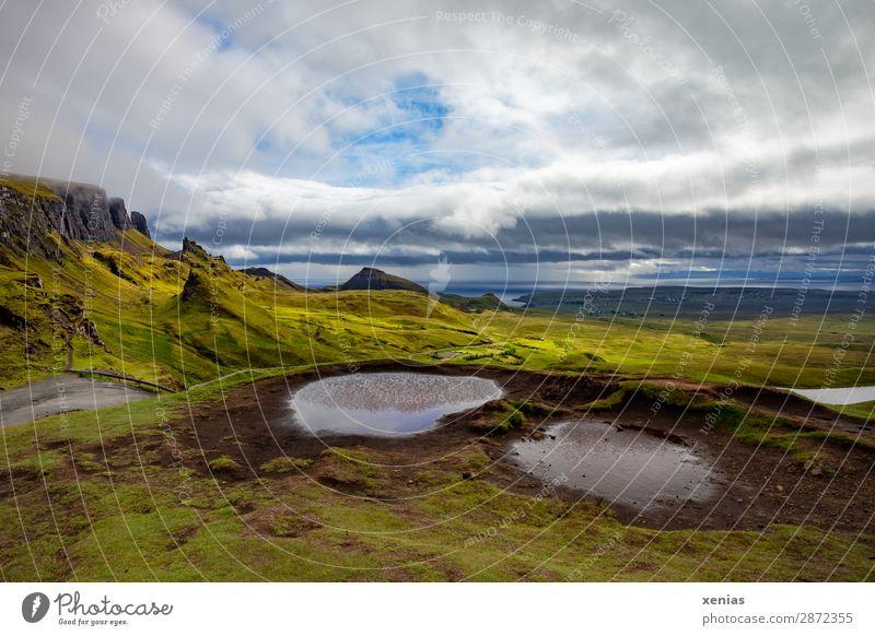 Quiraing, Schottland Ferien & Urlaub & Reisen Tourismus Berge u. Gebirge wandern Natur Landschaft Wolken Sommer Herbst Klima Klimawandel Wetter Gras Moos Küste