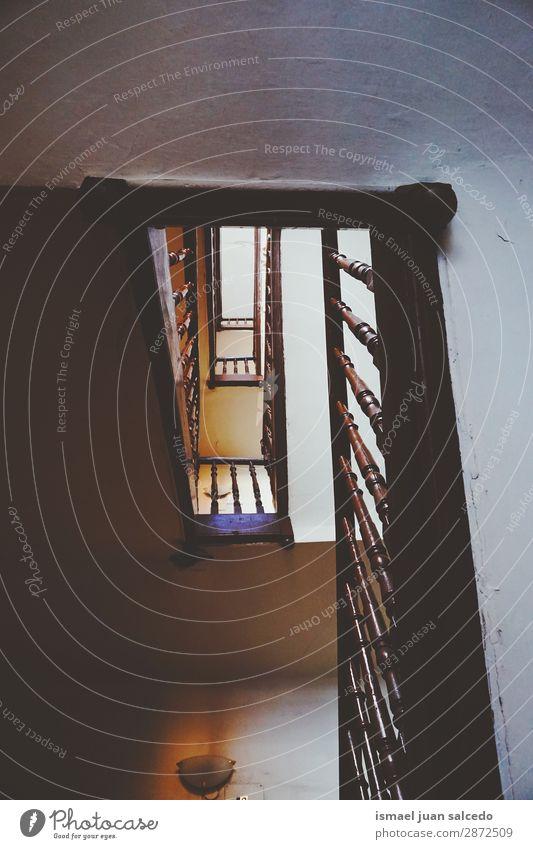 Holztreppe Architektenstruktur Treppe Treppenhaus Freitreppe Architektur Strukturen & Formen Konstruktion Innenaufnahme alt aussetzen nach oben abwärts