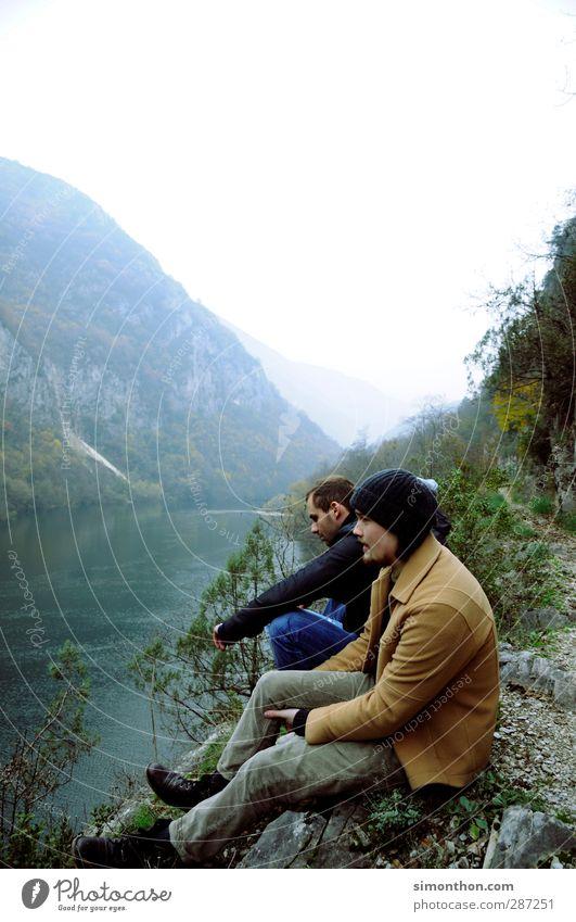 Reisen Mensch Natur Ferien & Urlaub & Reisen Jugendliche Wasser Wald kalt Reisefotografie Herbst Wetter wandern Ausflug Abenteuer Fluss Fernweh herbstlich