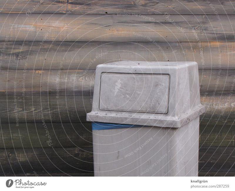 Dreck weg! Umwelt Mauer Wand Fassade Müllbehälter Abfallbehälter stehen dreckig Stadt braun grau Gefühle Ordnungsliebe Reinlichkeit Sauberkeit