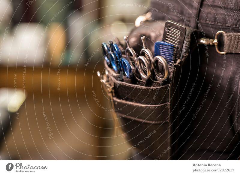 eckiges Makrodetail einer modernen Friseurschere. Arbeit & Erwerbstätigkeit Beruf Arbeitsplatz Bauch 1 Mensch Haare & Frisuren Kamm Haarbürste Metall Coolness