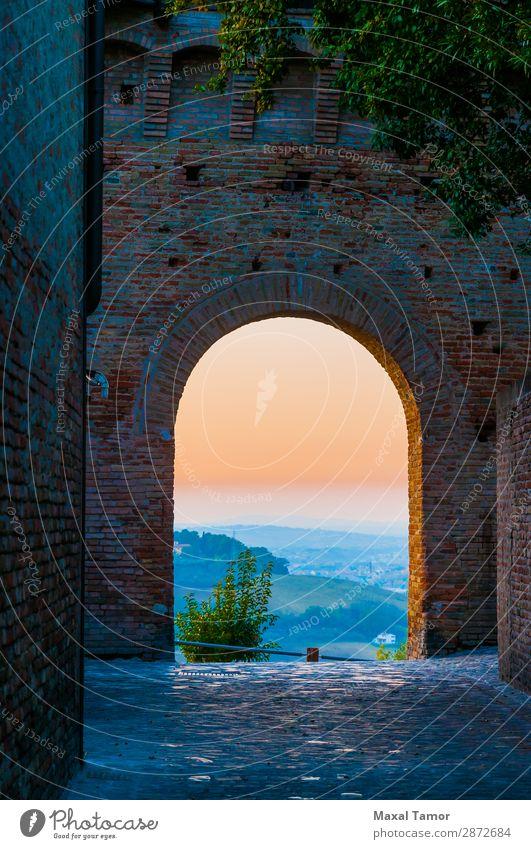 Sonnenuntergang durch einen Bogen Tourismus Landschaft Burg oder Schloss Gebäude Denkmal Stein alt historisch Europa Gradara Italien Marche antik Baustein