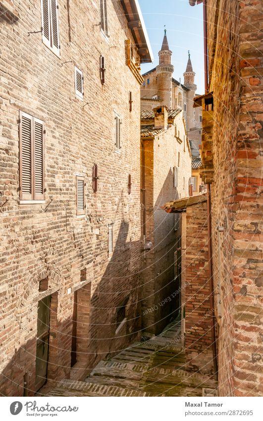 Herzogliches Schloss in der Stadt Urbino, Marken, Italien Ferien & Urlaub & Reisen Tourismus Sommer Haus Kultur Landschaft Kirche Palast Burg oder Schloss