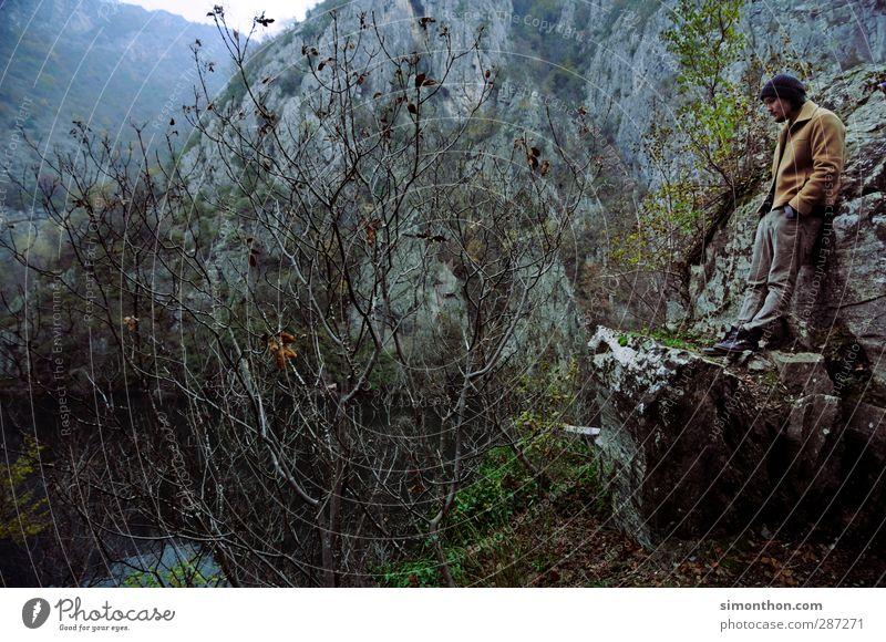 Reisen Mensch Natur Ferien & Urlaub & Reisen Landschaft ruhig Winter Ferne Umwelt Berge u. Gebirge Herbst Freiheit Felsen maskulin Nebel Sträucher wandern
