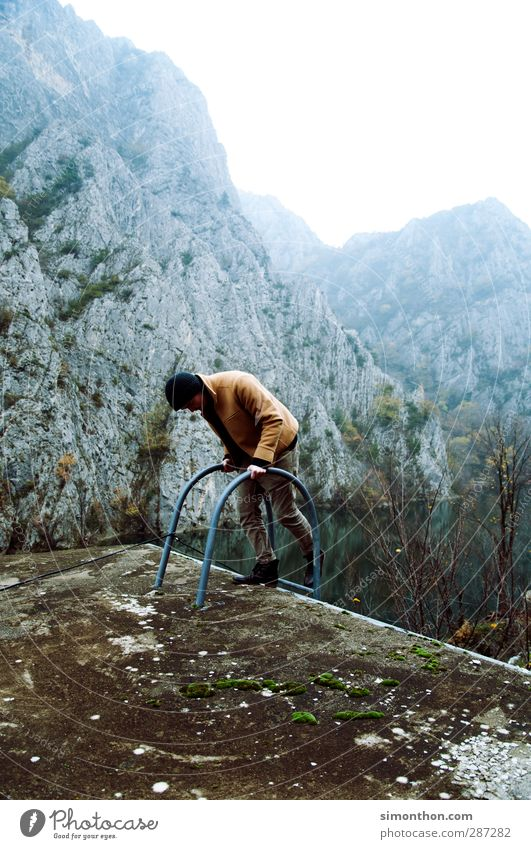 Reisen Mensch Natur Ferien & Urlaub & Reisen Wasser Winter Ferne Berge u. Gebirge Herbst Freiheit Küste See Felsen maskulin Nebel wandern Ausflug