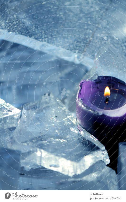 Happy Birthday photocase | Geburtstagskerzchen Weihnachten & Advent Einsamkeit Winter 1 kalt Anti-Weihnachten Eis einzeln Kerze heiß Kitsch violett Gegenteil Krimskrams Eisscholle Kerzendocht