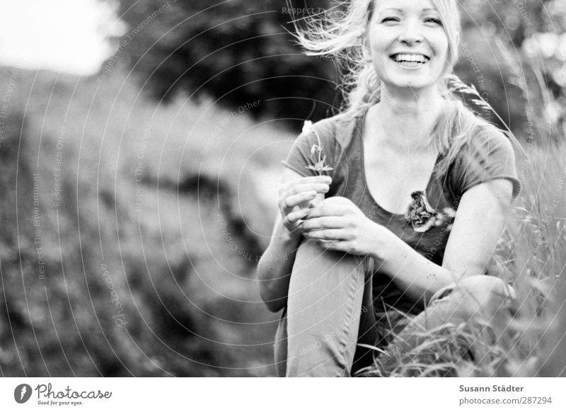 Happy Birthday PHOTOCASE I Blümsche for you Jugendliche schön Pflanze Freude Tier Erwachsene Umwelt Junge Frau Wiese Gefühle Glück Garten 18-30 Jahre Körper Zufriedenheit Energie