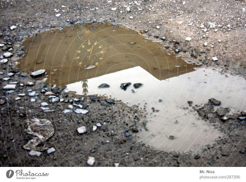 happy birthday, photocase | alles hat seine zeit Umwelt Erde Klima schlechtes Wetter Zeit Pfütze Uhr Gebäude kalt nass grau Straßenbelag Reflexion & Spiegelung
