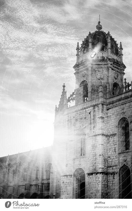 Sonne in Schwarzweiß Himmel Wolken Sonnenlicht Schönes Wetter Lissabon Belém Portugal Altstadt Kirche Mauer Wand Fassade Religion & Glaube Kloster
