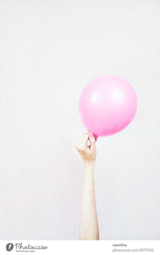Hand hält einen Ballon fest Stil Design Freude Zufriedenheit Freizeit & Hobby Spielen Dekoration & Verzierung Feste & Feiern Geburtstag Kind Feierabend Frau