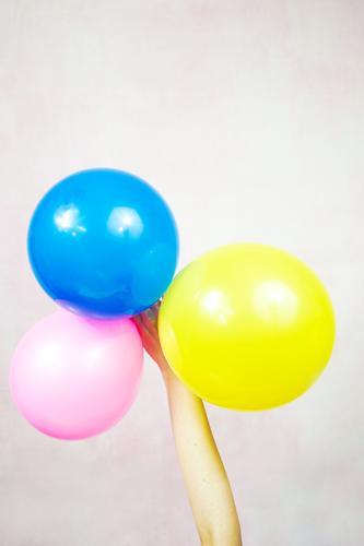 Frau Kind Farbe Hand Erwachsene lustig Feste & Feiern Kunst Party Design Dekoration & Verzierung Geburtstag Kindheit Kreativität Arme Idee