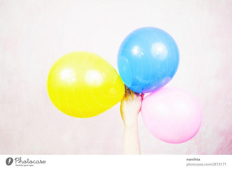 Frau Kind Farbe Erwachsene lustig Feste & Feiern Kunst Design Dekoration & Verzierung Geburtstag Kindheit Arme Idee einfach Luftballon Kunststoff