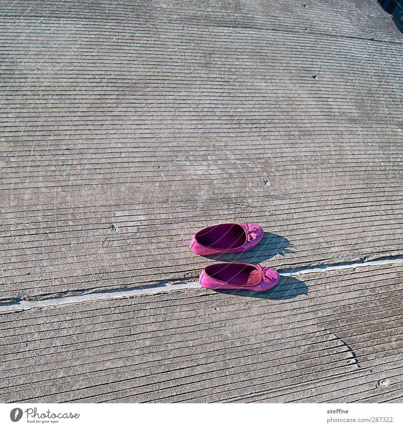 In den Schuhen kann keine andere Bildagentur stehen. Einsamkeit rosa Schuhe Ballettschuhe Chicago Kinderschuhe