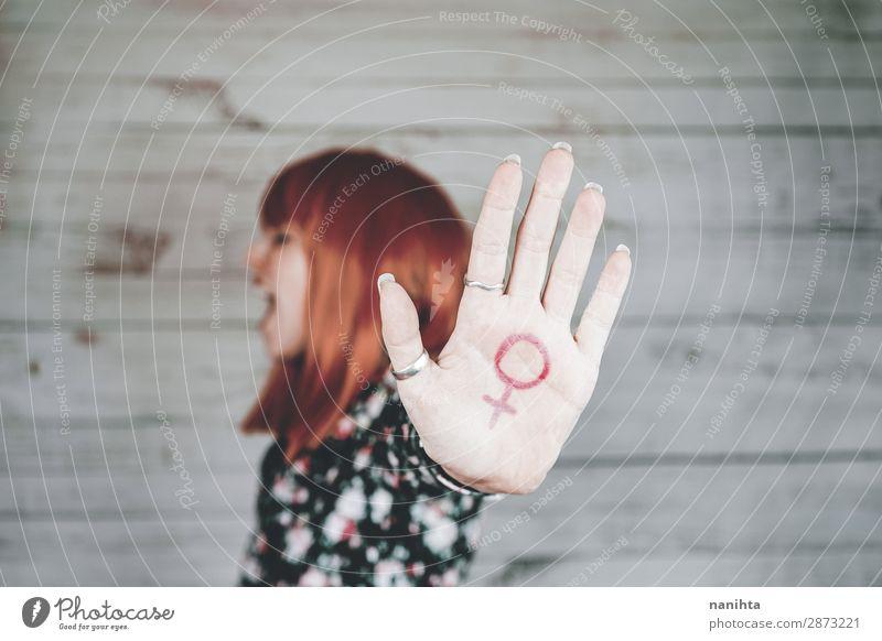 Frau Mensch Jugendliche Junge Frau Hand 18-30 Jahre Lifestyle Erwachsene Holz Leben feminin Stil Design frisch Kraft authentisch