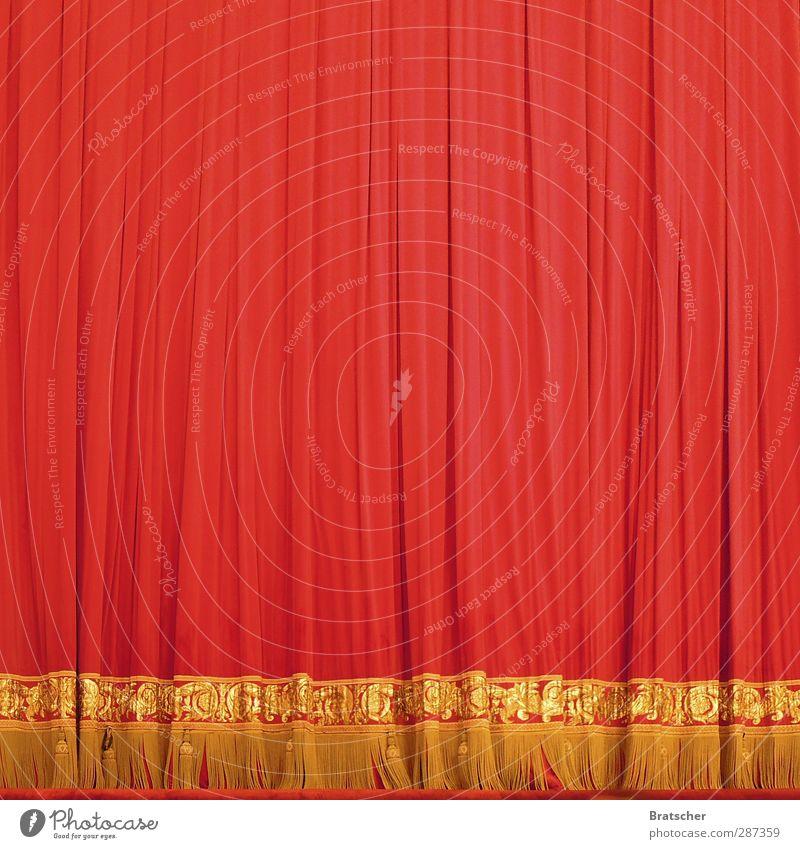 Vorhang auf! Zirkus Konzert Gala rot Aufregung Spannung Vorfreude Geburtstag aufmachen Überraschung Stoff gold Troddel Lampenfieber