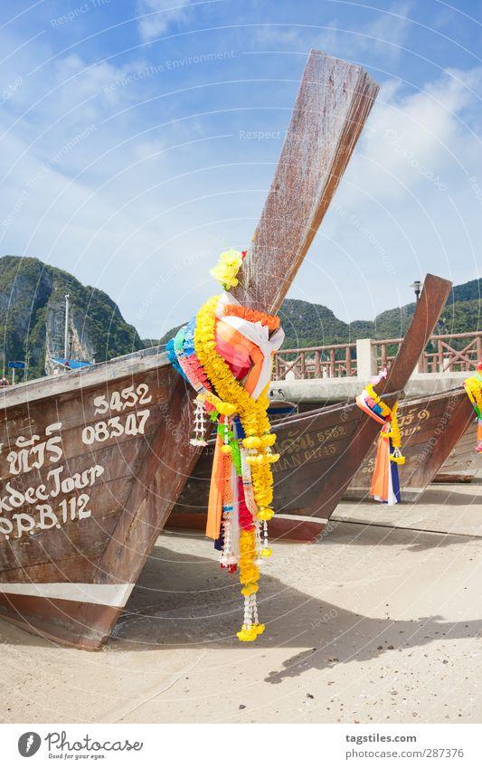 Thailand - Ko Phi Phi Don - Krabi Wasserfahrzeug Langboot Schmuck geschmückt Tradition Religion & Glaube Asien Blume Phi Phi island Andamanensee