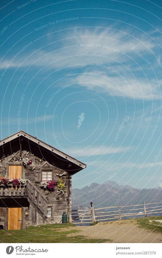 Auf der Alm da gibt's koa Sünd! Himmel blau Ferien & Urlaub & Reisen Sommer Sonne Wolken Haus Berge u. Gebirge Gebäude Wohnung wandern Tourismus Häusliches Leben Alpen Gipfel Zaun