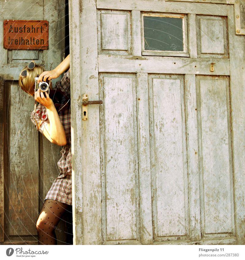 Happy Birthday Photocase! Stil Fotokamera feminin Junge Frau Jugendliche Körper 1 Mensch 18-30 Jahre Erwachsene Tor Tür Mode Bekleidung Kleid Strumpfhose