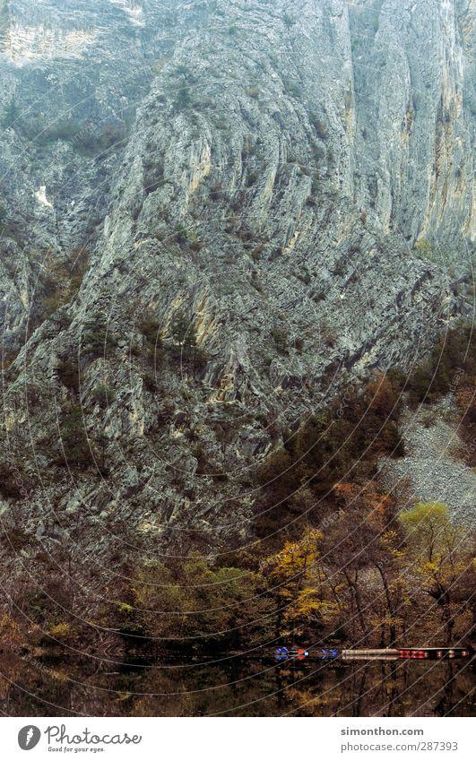Gebirge Ferien & Urlaub & Reisen Ausflug Ferne Berge u. Gebirge Umwelt Natur Landschaft Herbst Hügel Felsen Schlucht Küste Seeufer Flussufer Bucht Fjord Bach
