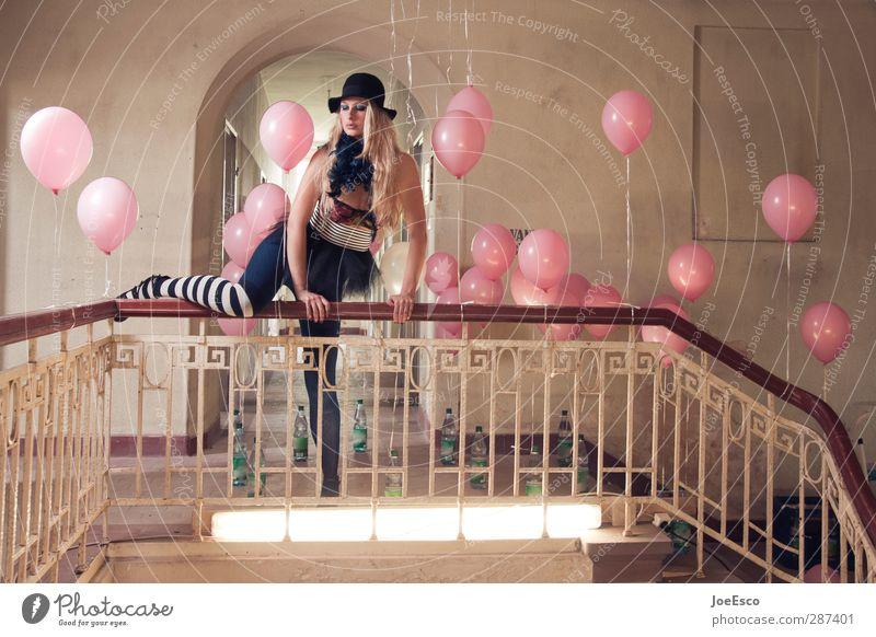 #700 Lifestyle elegant Stil Nachtleben Party Veranstaltung Feste & Feiern Frau Erwachsene 1 Mensch Mode Strümpfe Accessoire Hut blond festhalten außergewöhnlich
