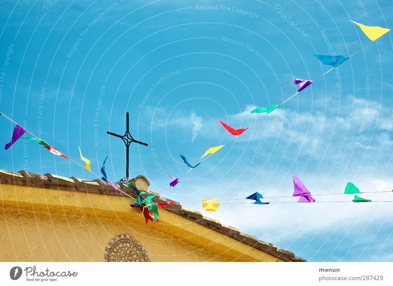 Crux Feste & Feiern Veranstaltung Dekoration & Verzierung Zeichen Schnur Fahne Kreuz Kruzifix Fröhlichkeit Stimmung Freude Vorfreude Güte dankbar Frieden Glaube