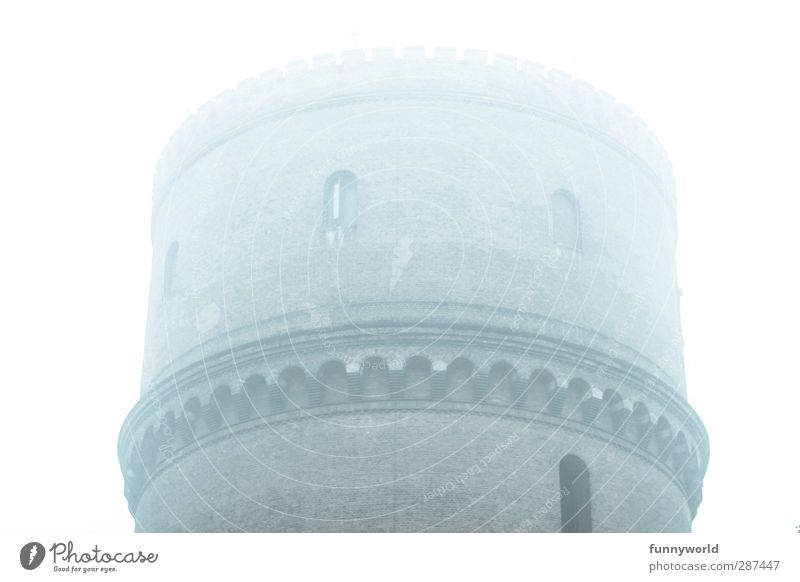 Wassertröpfchenturm Stadt Menschenleer Fabrik Ruine Turm Bauwerk Architektur Mauer Wand Schornstein Backstein Backsteinwand Wasserturm Wahrzeichen Denkmal alt