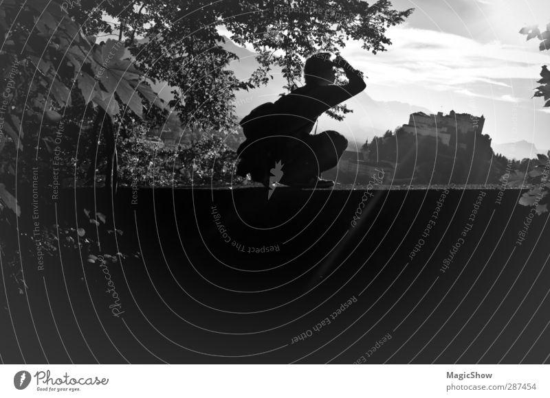 Blick über Salzburg Mensch Himmel Natur Mann Baum Freude Blatt Erwachsene Wald Ferne Berge u. Gebirge Bewegung Freiheit Mauer Reisefotografie wandern