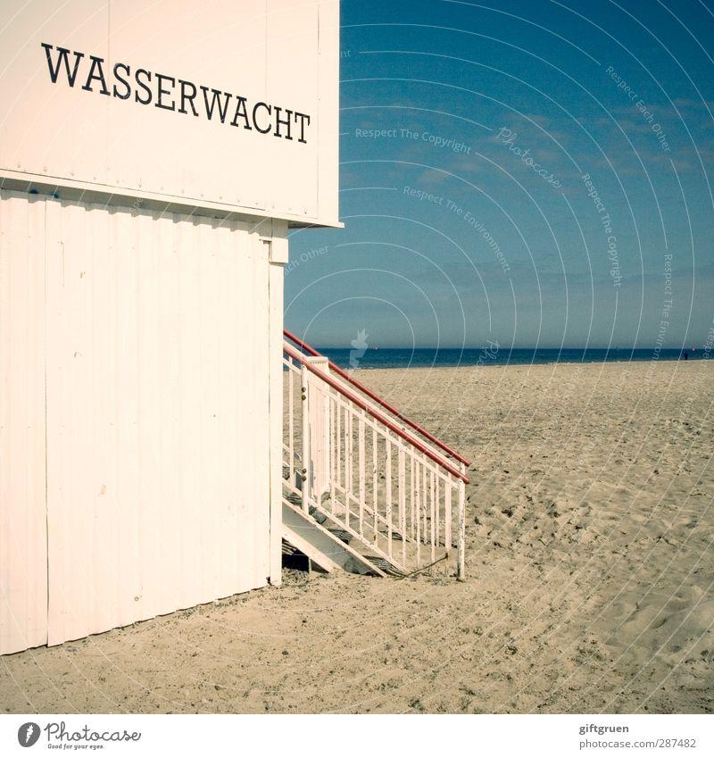 sicher ist sicher Umwelt Natur Urelemente Sand Wasser Himmel Küste Strand Ostsee Meer Haus Hütte Mauer Wand Treppe Schwimmen & Baden Wasserwacht Wachsamkeit