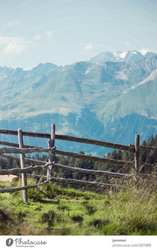 Keine einzige Latte am Zaun Himmel Natur blau Ferien & Urlaub & Reisen grün Sommer Pflanze Wolken Landschaft Ferne Umwelt Berge u. Gebirge Wärme Gras Holz