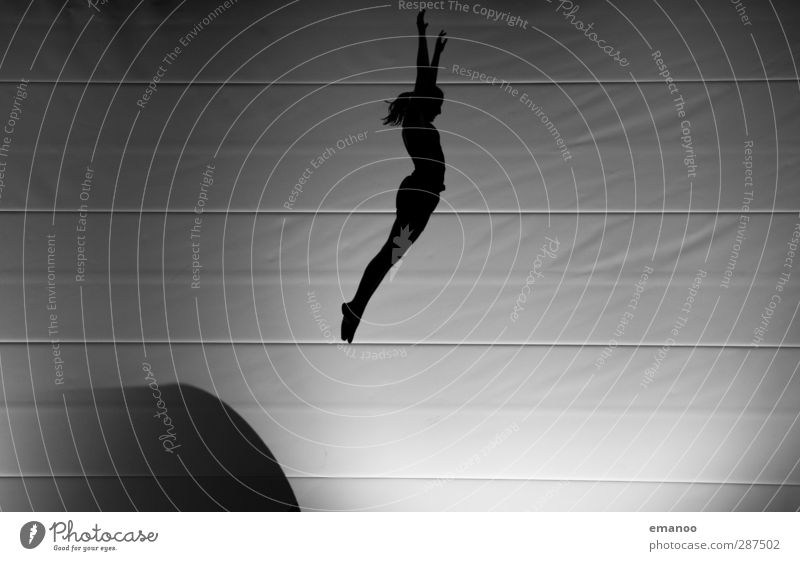 Übersprungshandlung Lifestyle Stil Freude Freizeit & Hobby Sport Fitness Sport-Training Sportler Mensch feminin Frau Erwachsene Körper 1 Bewegung fliegen