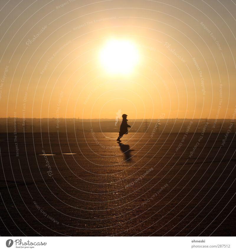 Haldenlauf Mensch Kind 1 Sonne Sonnenaufgang Sonnenuntergang Sonnenlicht laufen Bewegung Freiheit Klima Ferne Hochplateau Halde Hoheward Ruhrgebiet Farbfoto