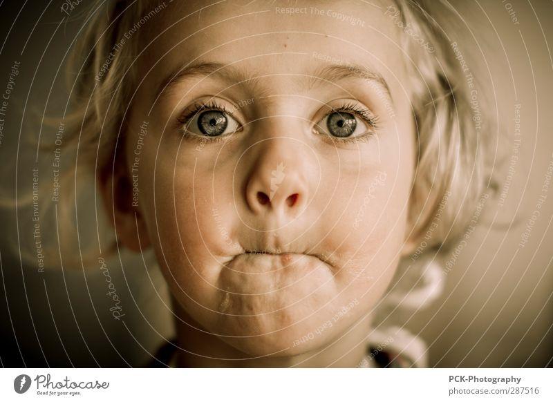 Gesichtsmund feminin Kind Kleinkind Mädchen Kopf Auge Ohr Nase Mund Lippen 3-8 Jahre Kindheit Gefühle Vertrauen Mitgefühl Farbfoto Unschärfe Porträt Blick
