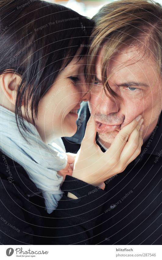 Die Schöne und das... wie war das nochmal? Mensch Frau Mann Jugendliche Freude Erwachsene Liebe lustig 18-30 Jahre Paar blond Mund frisch Lächeln verrückt