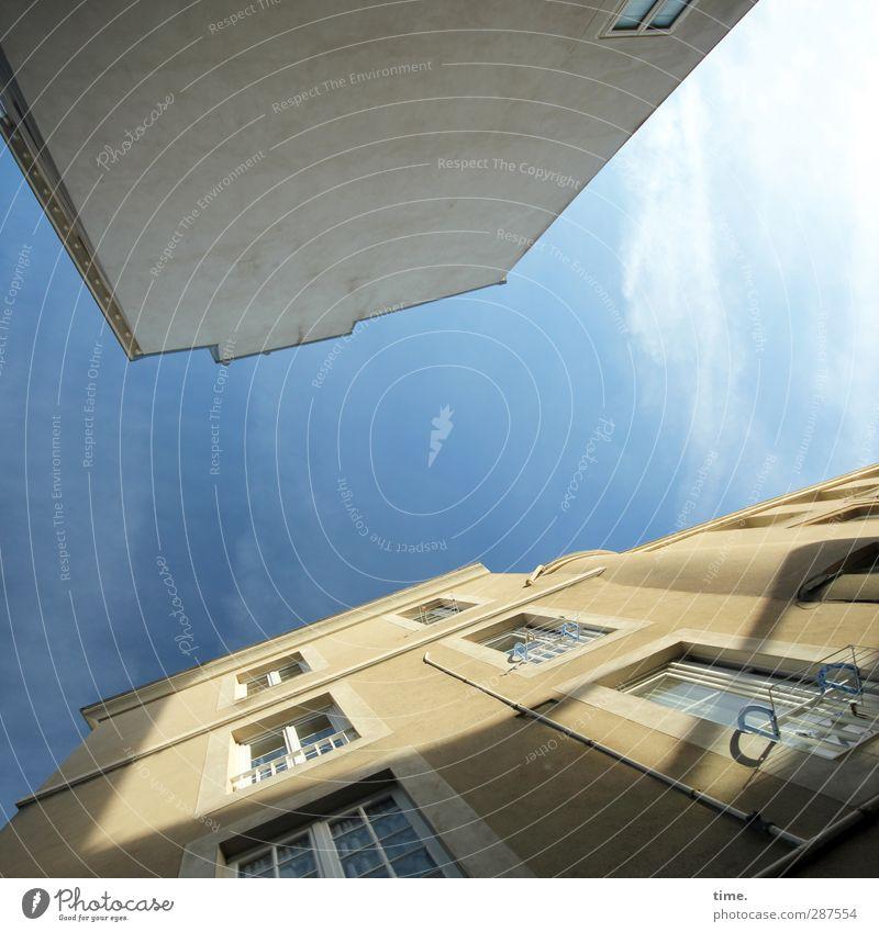 rasiert | unrasiert Himmel Stadt Wolken Haus Fenster Wand Architektur Mauer Fassade Design Schönes Wetter Perspektive Macht Vergänglichkeit Kreativität Idee