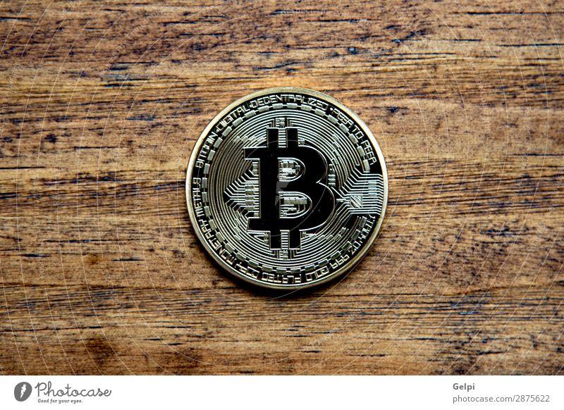 Goldene Bitcoin-Münze Nahaufnahme kaufen Geld Wirtschaft Kapitalwirtschaft Geldinstitut Business Internet Holz Metall bezahlen gold weiß elektronisch Geldmünzen