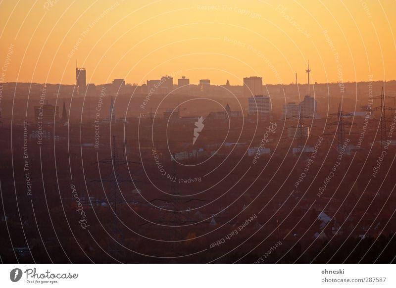 Skyline Horizont Sonnenaufgang Sonnenuntergang Stadt Essen Ruhrgebiet Haus Hochhaus Fernweh Ferne Farbfoto Außenaufnahme Luftaufnahme Textfreiraum oben
