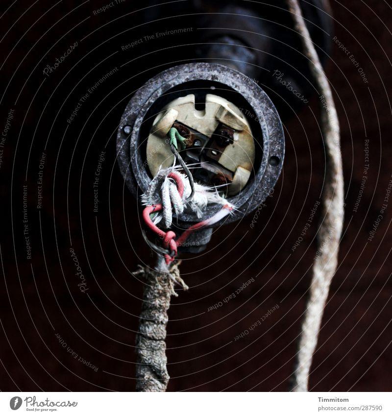 Wo bist Du? alt grün weiß rot schwarz warten ästhetisch Elektrizität kaputt Kabel Technik & Technologie einfach hängen verbinden verschlissen