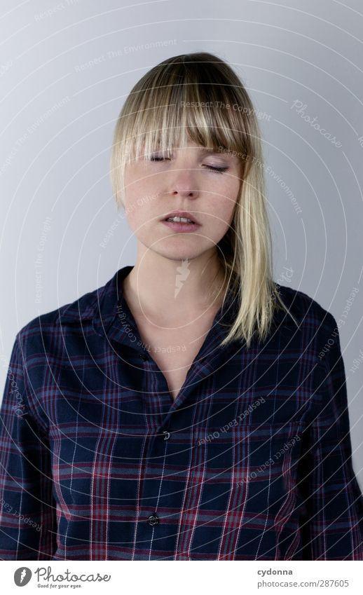 Haarspalterei Mensch Jugendliche schön Erholung Erwachsene Junge Frau Leben Gefühle Haare & Frisuren Freiheit Stil 18-30 Jahre träumen Lifestyle