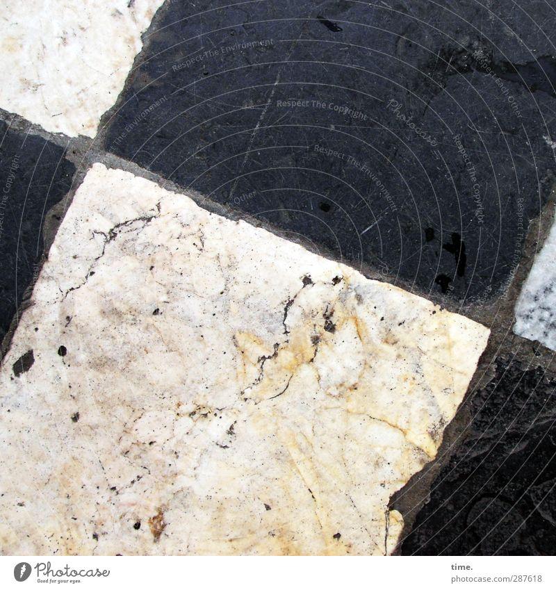 Das hat Hand und Fuß | Handverlegtes für Fußläufiges Stadtzentrum Altstadt Platz Fliesen u. Kacheln Marmor Marmorboden Fuge Stein authentisch außergewöhnlich