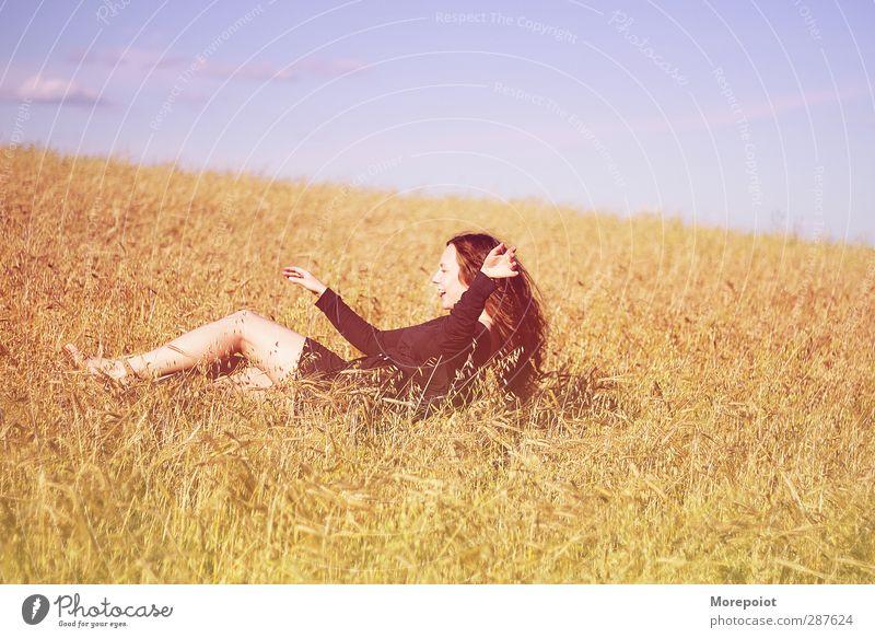 Mensch Frau Natur Jugendliche schön Pflanze Sonne Freude Landschaft Erwachsene Junge Frau Herbst feminin lustig Freiheit 18-30 Jahre