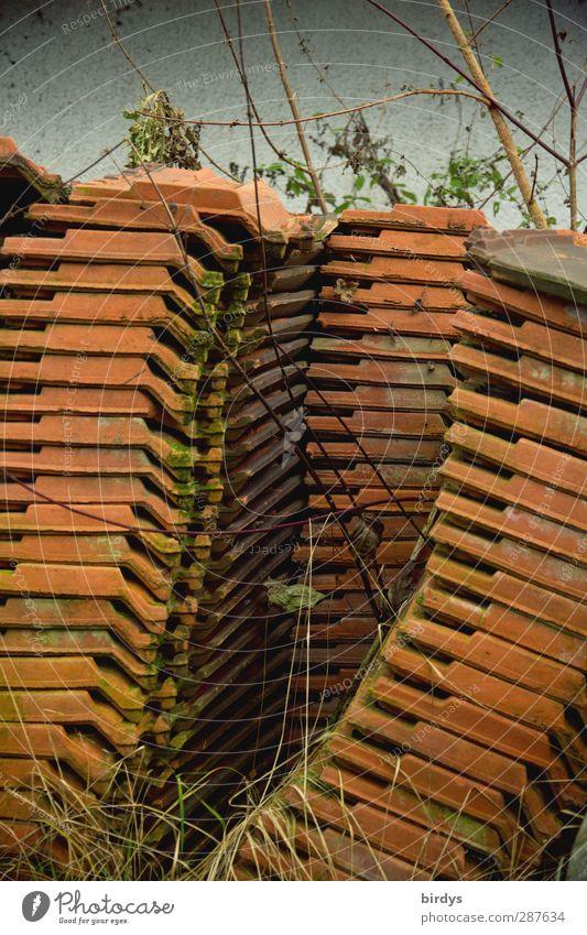 Schieflage Handwerk Baustelle Lagerplatz Dachziegel authentisch hoch beweglich standhaft Gelassenheit Zufriedenheit Zusammenhalt Stapel Neigung viele