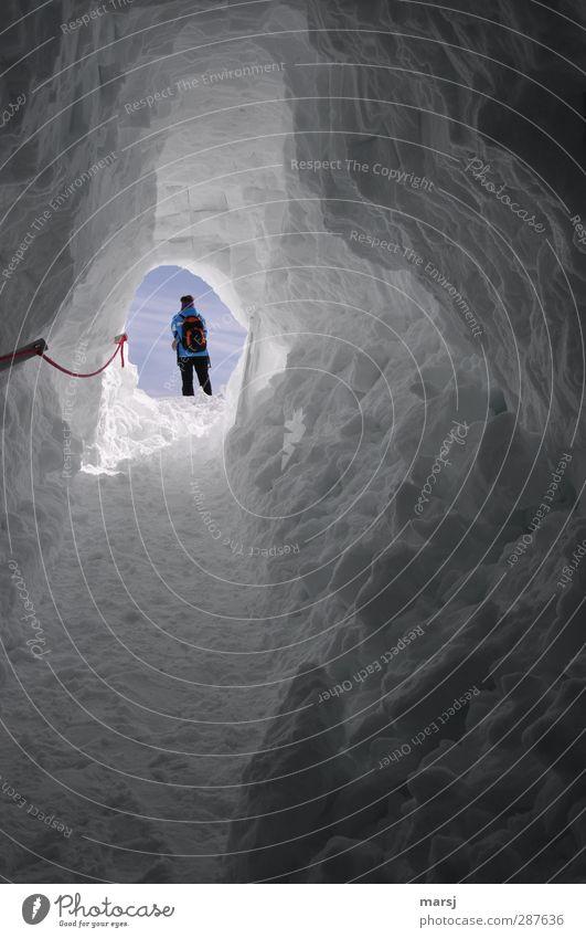 Das rote Seil Ferien & Urlaub & Reisen Tourismus Ausflug Abenteuer Freiheit Winter Schnee Winterurlaub Schneehöhle Höhle wandern Mensch feminin Frau Erwachsene