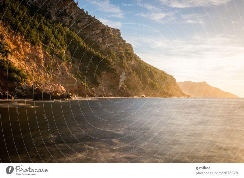 Mittelmeer und Berge Ferien & Urlaub & Reisen Sommerurlaub Meer Berge u. Gebirge Umwelt Natur Erde Wasser Himmel Schönes Wetter Felsen Küste Insel entdecken