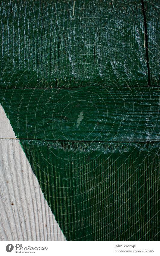 a² + b² = c² Holz alt eckig retro Spitze grün weiß diszipliniert ästhetisch Zufriedenheit Präzision Strukturen & Formen Fensterladen Dreieck Maserung Farbfoto