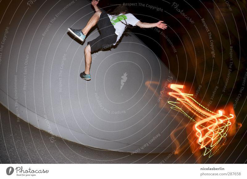 Parkour Lifestyle Freude Freizeit & Hobby Spielen Jagd Leichtathletik Sportler maskulin Mann Erwachsene Körper 1 Mensch Stadt Mauer Wand Fitness kämpfen