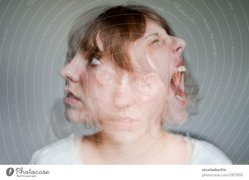 MP45 - Schizophrenia Krankheit Rauschmittel Alkohol Medikament feminin Junge Frau Jugendliche Gesicht 1 Mensch 3 18-30 Jahre Erwachsene kämpfen schreien